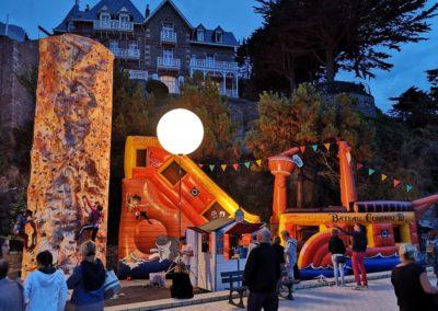 Image-r2-jeux-parc-soir-avec-ballon-éclairant-400x284